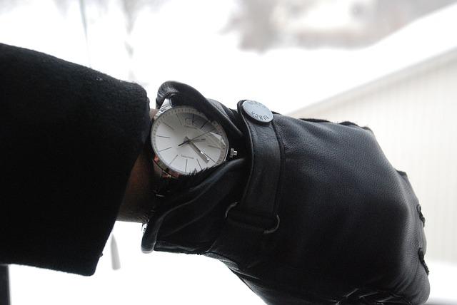 hodinky pod rukavicí