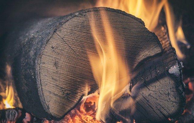Tri pravidlá pri kúrení drevom