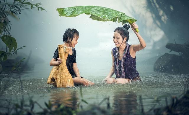 Ľudia v daždi.jpg