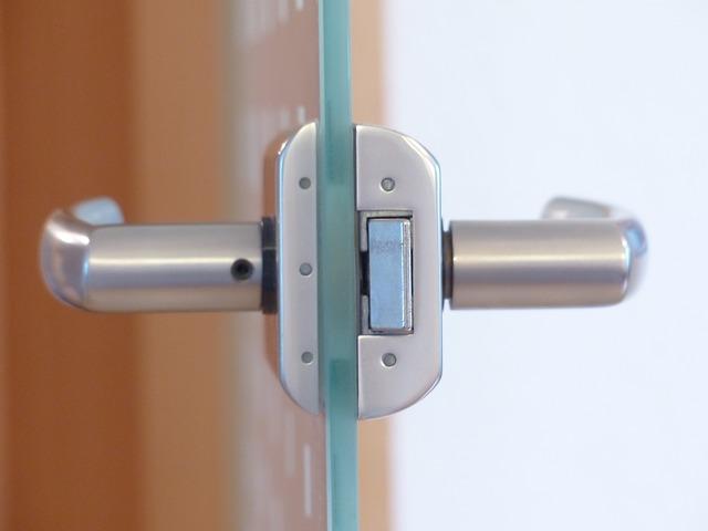 kování na skleněné dveře.jpg