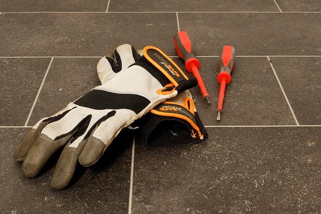 Pracovné rukavice: Nepodceňujte správny výber tohto doplnku